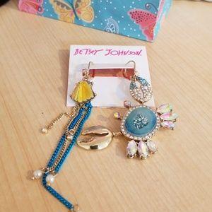 Betsey Johnson crab mismatch earrings